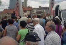 nezadovoljni građani na otvaranju kotlujevačkog mosta